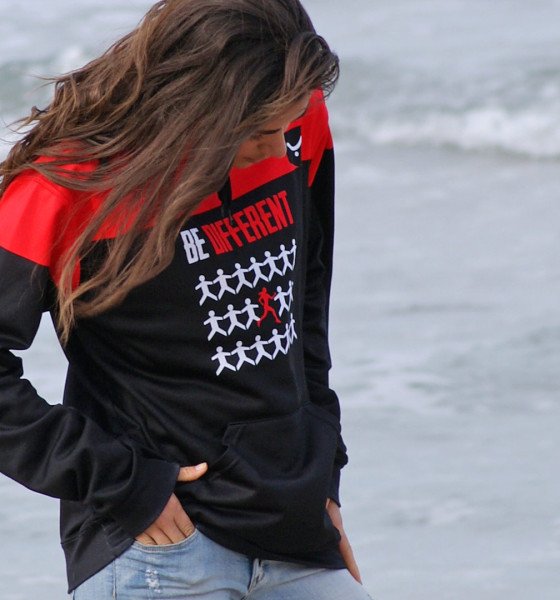 'Be different' con tu look sudadera casual